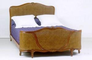 Lit Louis XV demi corbeille canne