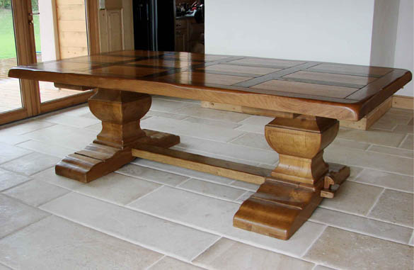 Table monast re meubles hummel for Salle a manger monastere