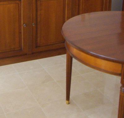 table ronde au au style Louis XVI merisier